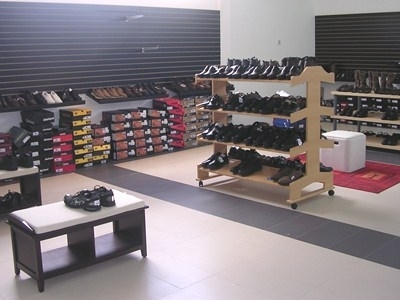 dscn1631-chances-mall-shoes-section-400-x-300